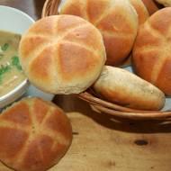 Bułki grahamki z czosnkiem i cząbrem do zupy