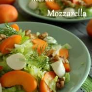 Lekka sałatka z orzechami włoskimi, morelami i mozzarellą
