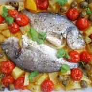 Pieczona dorada z ziemniakami, pomidorkami i oliwkami (Orata al forno con patate, pomodorini e olive)