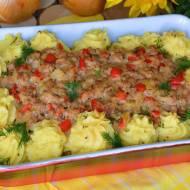 Zapiekanka na puree ziemniaczanym z kiszoną kapustą i mięsem