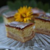 Przepyszne, puszyste ciasto z musem gruszkowym lub jabłkowym.