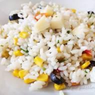 Sałatka z ryżu, sera i warzyw