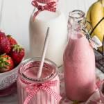 Shake truskawkowo-bananowy z kefirem i mlekiem