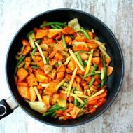 Pieczone bataty z warzywami na parze