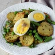Sałatka z pieczonych ziemniaków z groszkiem i fasolką szparagową