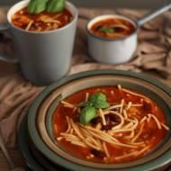 Zupa pomidorowa z mieloną wołowiną i czerwoną fasolą