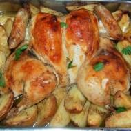 Maślany kurczak pieczony na ziemniakach