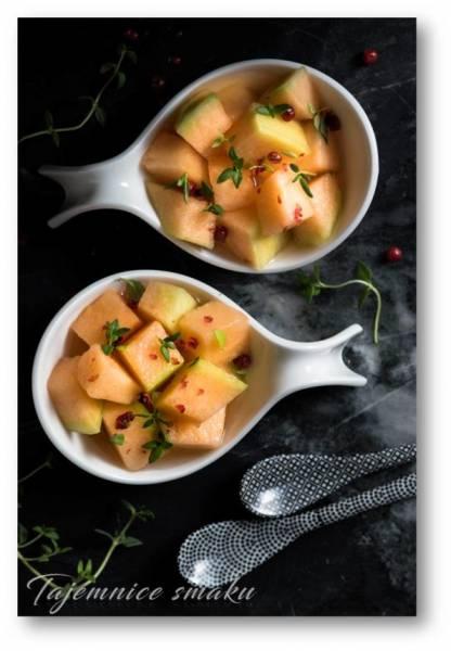 Melon z czerwonym pieprzem, tymiankiem w winie z miodem