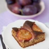Szybkie ciasto ze śliwkami – pełnoziarniste, bez cukru i jajek