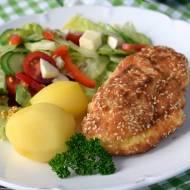 Filet z kurczaka z szynką i serem w sezamowej panierce