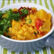 Jednogarnkowe curry z dyni, soczewicy i pomidorów