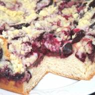 Pyszne drożdżowe ciasto ze śliwkami i kruszonką