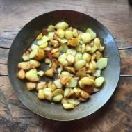 ziemniaki smażone z czosnkiem