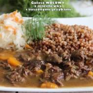 Gulasz wołowy z marchewką i suszonymi grzybami