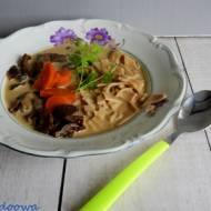 Lubczykowa grzybowa z makaronem orkiszowym i trybulą