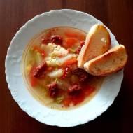 Zupa a'la minestrone z pesto pomidorowym