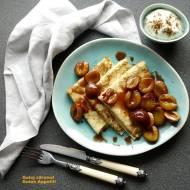 Naleśniki oładkowe (maślankowe) z karmelizowanymi śliwkami