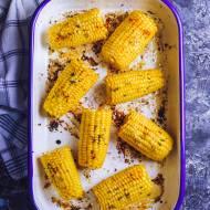 Pieczona kukurydza z czosnkiem, masłem i rozmarynem