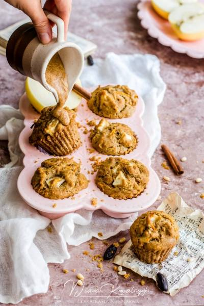 Pełnoziarniste muffinki marchewkowo-jabłkowe z kremem orzechowym