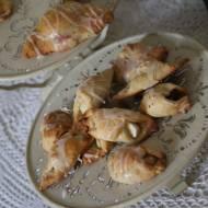 Rogaliki z ciasta twarogowego z nadzieniem ze śliwkami lub jabłkami