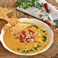 Zupa z mango kukurydzą i chipsem z makaronu
