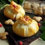 Camembert z żurawiną i piernikami w cieście francuskim