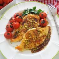 Filet z kurczaka w sosie balsamicznym z pieczonymi pomidorkami i pistacjami (Petto di pollo all'aceto balsamico con pomodorini e