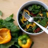 Sałatka z botwinki z pomidorami suszonymi