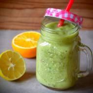 Zielone smoothie z kiwi, bananem i awokado