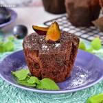 Czekoladowe muffiny ze śliwkami