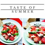Pomidory malinowe z kozim serem i bazylią