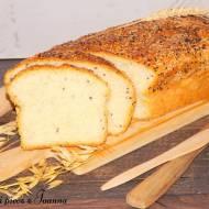 Pyszny chlebek z kaszą kuskus, czarnym i białym sezamem