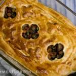 pot pie z grzybami, gulasz grzybowy zapiekany pod ciastem francuskim