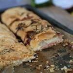 Zawijaniec z serem pleśniowym i gruszką
