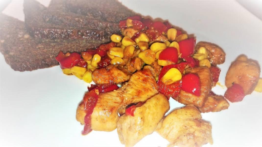 KURCZAK W MIODZIE z kukurydzą i papryką czerwoną