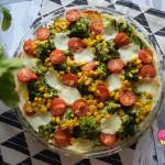 Tarta z ciasta francuskiego z warzywami i mozzarellą