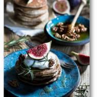 Placki z mąki gryczanej (pancakes) z kefirem, rozmarynem i miodem