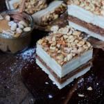 SNICKERS BEZ PIECZENIA  – ciasto na herbatnikach z kremem z mleka w proszku