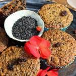 Babeczki z czarnym sezamem, cukrem kokosowym i rodzynkami