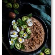 Nocna owsianka z siemieniem lnianym,  masłem orzechowym, syropem klonowym, kakao …