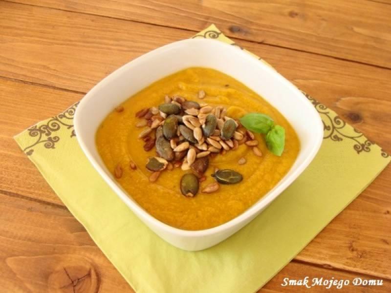 Kremowa zupa marchewkowa, z czerwoną soczewicą