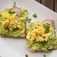 Kanapki z awokado i jajkiem