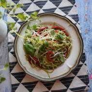 Makaron z pieczoną papryką i domowym ziołowym pesto