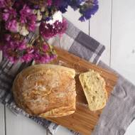 Klasyczny chleb z chrupiącą skórką