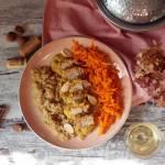 Quinoa, comber z królika w sosie migdałowym i surówka z marchewki