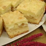 Ciasto z jabłkami i budyniem posypane kruszonką
