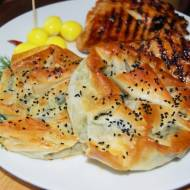 Borek , tureckie ciasto z serem i szpinakiem