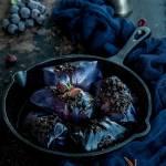 Gołąbki z czerwonej kapusty w sosie z czerwonego wina