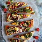 Pizza z jakami i warzywami
