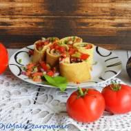 Orkiszowe naleśniki z salsą z pomidorów
